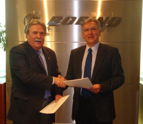 FADA-CATEC y Boeing firman un convenio de colaboración para el uso del Centro de aviones no tripulados ATLAS
