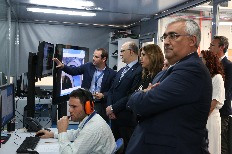 El comisario de Asuntos Económicos de la Unión Europea, Pierre Moscovici, visita CATEC y conoce sus proyectos de tecnología aeroespacial