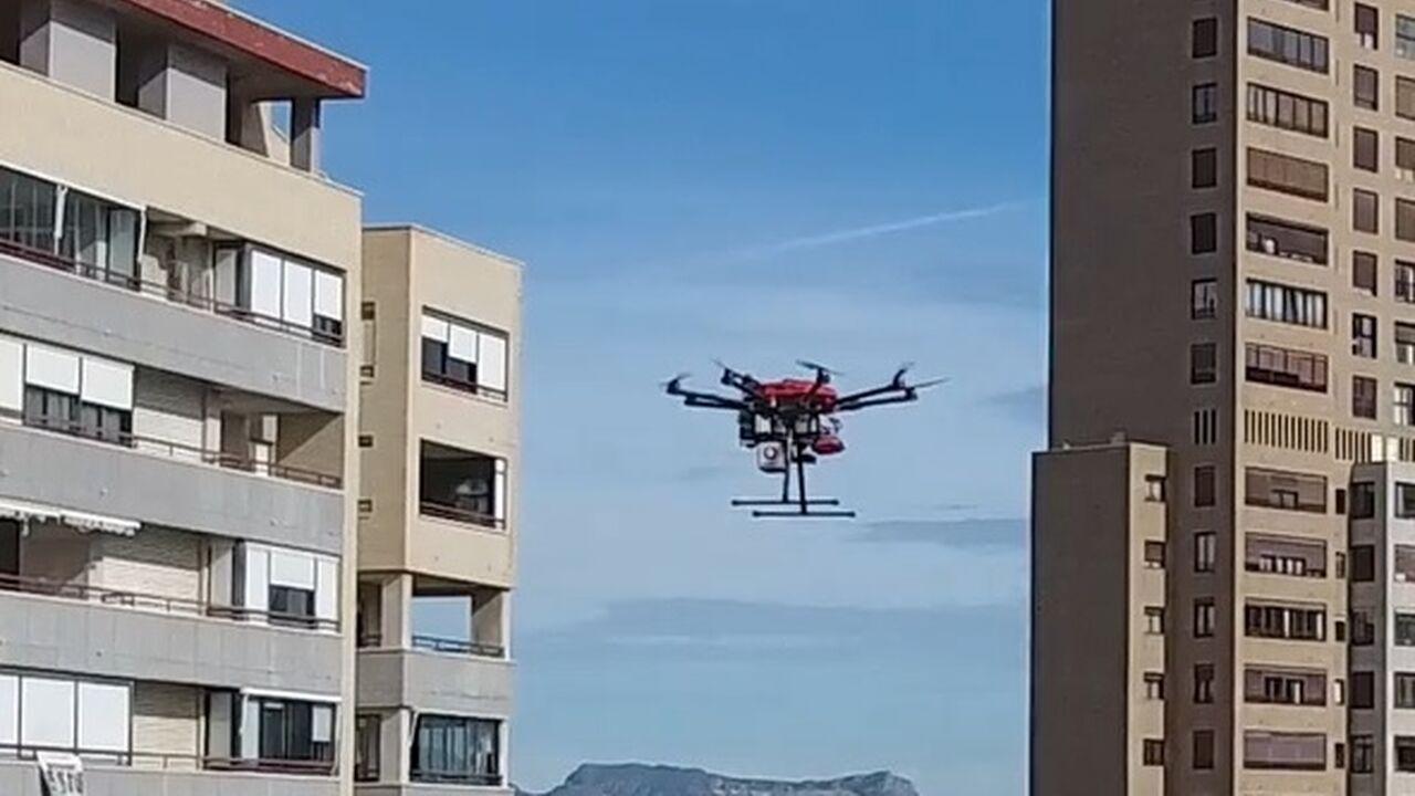 El primer vuelo mundial de drones en entorno urbano real controlados con la red 5G cuenta con la tecnología del CATEC