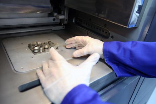 Aditive Manufacturing: la nueva tecnología para la fabricación de componentes mediante el sintetizado láser en metal y base poliamida